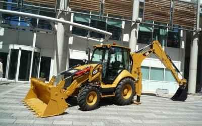 Планировка грунта, копка, рытье CAT 428F - Астрахань, цены, предложения специалистов