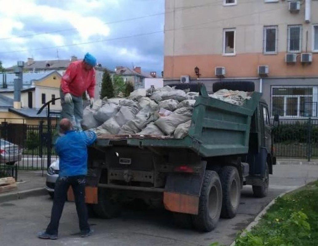 Вывоз строительного мусора (самосвалы, газели). Грузчики - Астрахань, цены, предложения специалистов