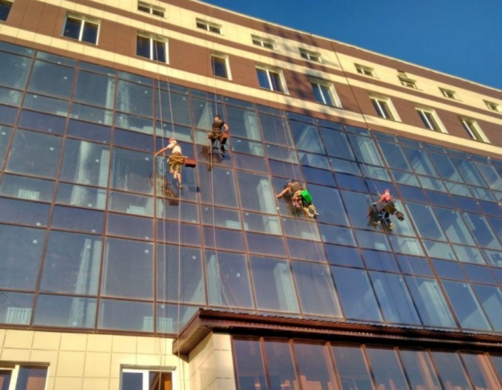 Мойка фасада и остекления, услуги альпинистов - Астрахань, цены, предложения специалистов